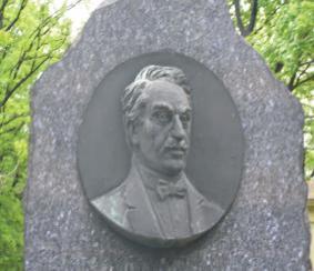 Usa, kde v roku 1910 vydával v pittsburghu mesačník mládež, v